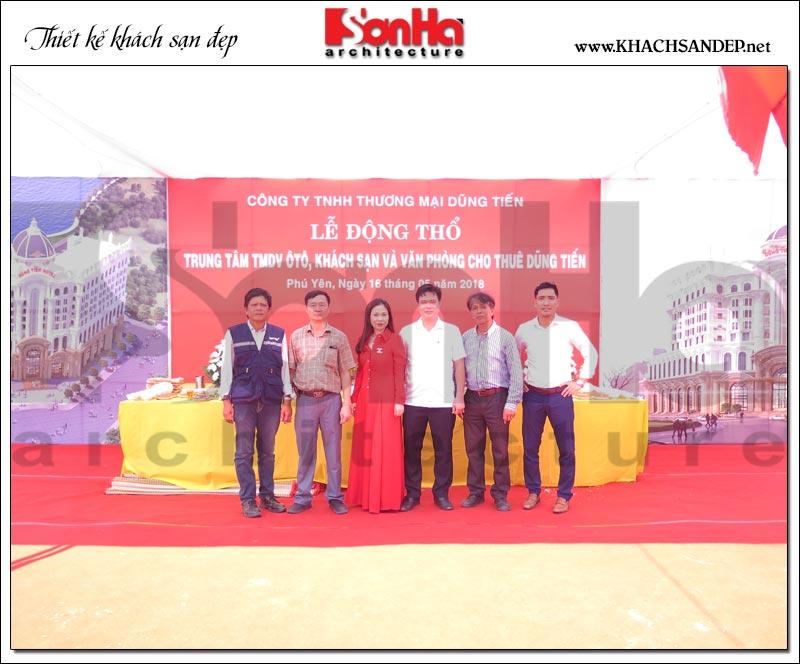 Đại diện Sơn Hà Architecture chụp ảnh cùng BTC tại buổi lễ