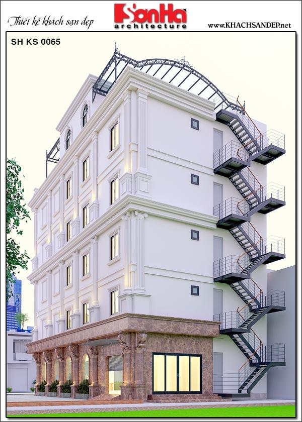 Kiến trúc mặt sau của tòa khách sạn mini tân cổ điển này cũng rất được đầu tư thiết kế