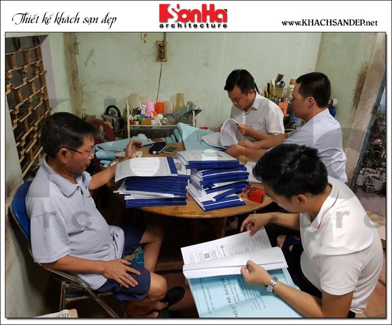 Hình ảnh buổi bàn giao hồ sơ giữa địa diện SHAC và chủ đầu tư