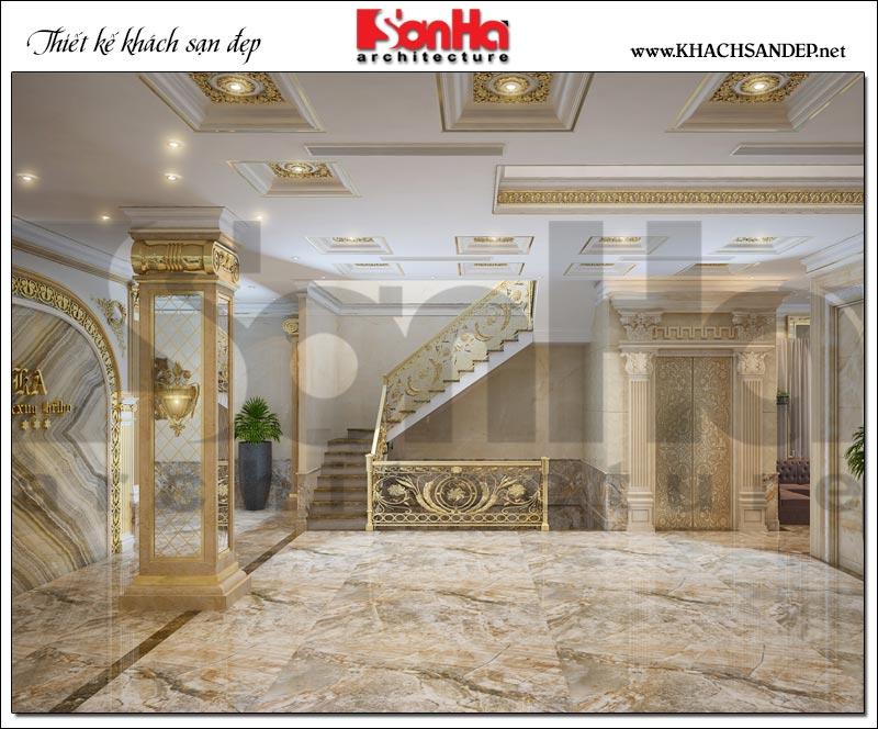 Không gian nội thất sảnh thang khách sạn sử dụng gam màu vàng đặc trưng phong cách cổ điển quyền quý