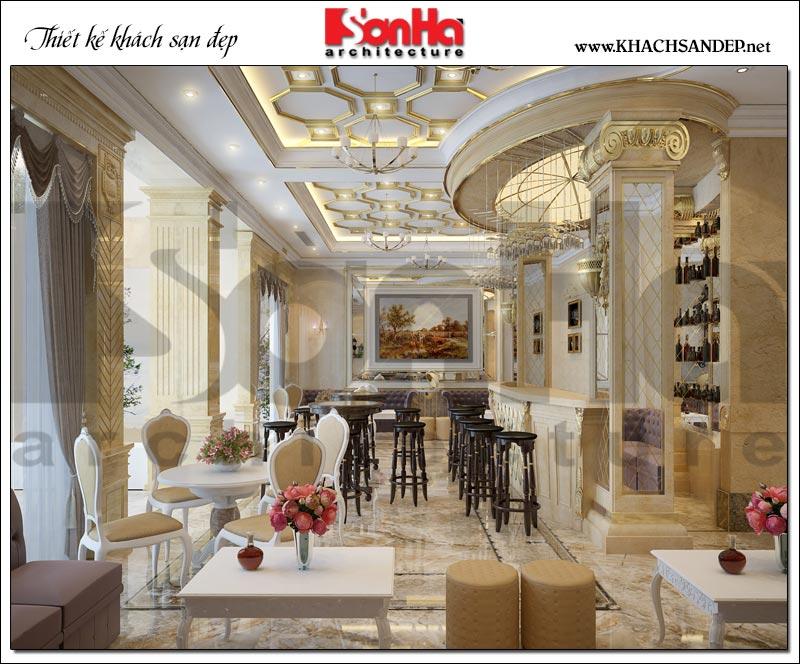 Đáp ứng nhu cầu kinh doanh của chủ đầu tư, KTS Sơn Hà bố trí thêm nhiều bàn ghế đẹp cổ điển được sắp xếp ngăn nắp khoa học tại khu vực cafe