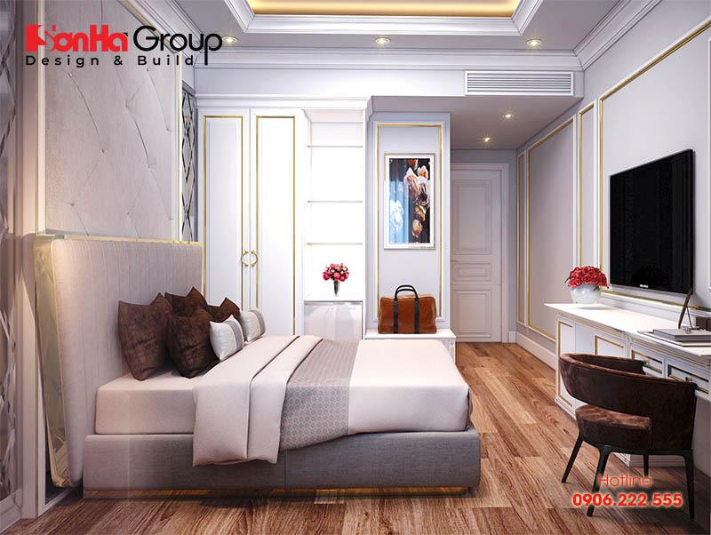 Phòng ngủ khách sạn thường được chú ý nhiều đến sự sang trọng và tiện nghi. Những gam màu nhạt và trầm, là tông màu chủ đạo phù hợp nhất cho không gian này. Phòng ngủ nên có rèm cửa, nó vừa có tác dụng chắn nắng, vừa mang đến sự sang trọng căn phòng. Cửa sổ rộng phải có thiết kế rộng hay có các khoảng tường bằng kính để khách hàng dễ dàng tận hưởng cảnh quan bên ngoài, cũng như tạo độ thoáng, cảm giác rộng hơn cho căn phòng.